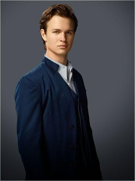 ¿A quién interpreta Theo James en divergente?