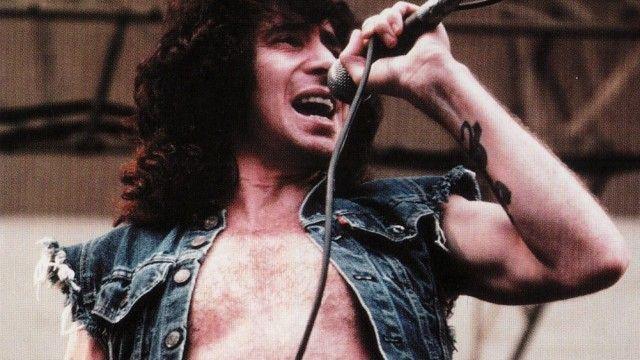 ¿Con cuántos vocalistas ha contado la banda a lo largo de su trayectoria musical?