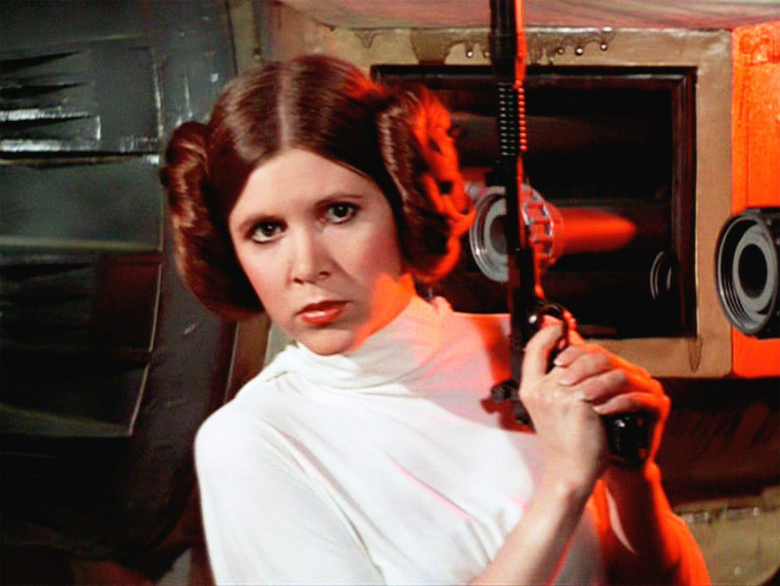 ¿Quién adopta a Leia, por lo que se convierte en princesa y senadora?