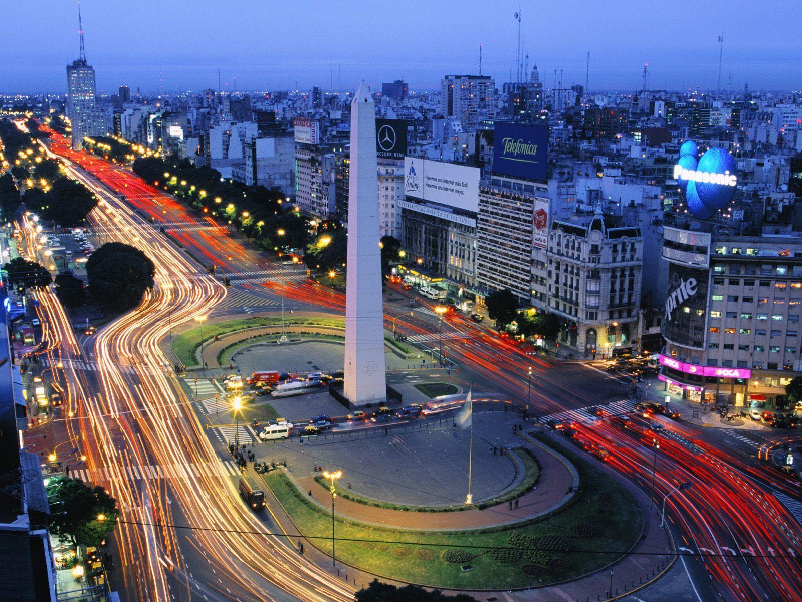 ¿Con cuántos países limita Argentina?