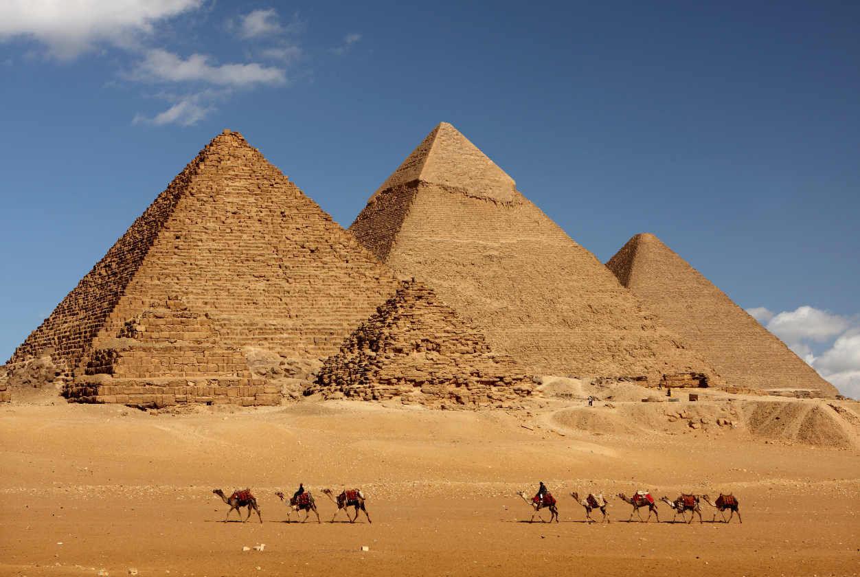 Los nombres de las pirámides regulares de izquierda a derecha