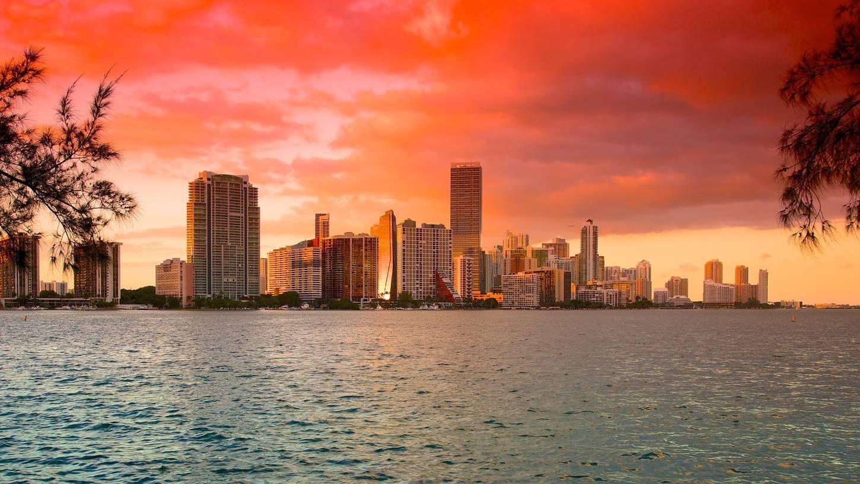 ¿Cuál de las siguientes ciudades SÍ tiene mar?