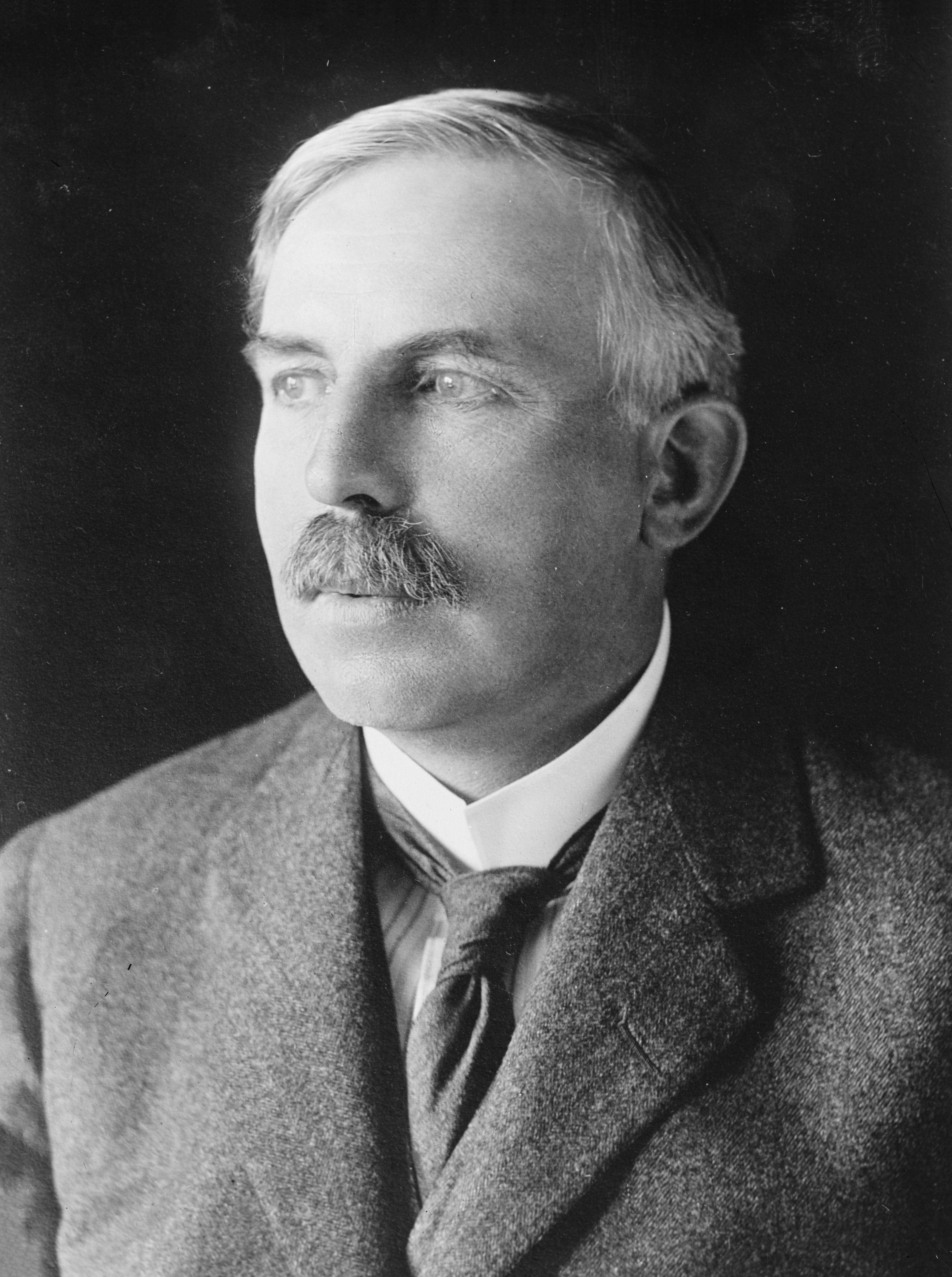 ¿Quién fue Ernest Rutherford?