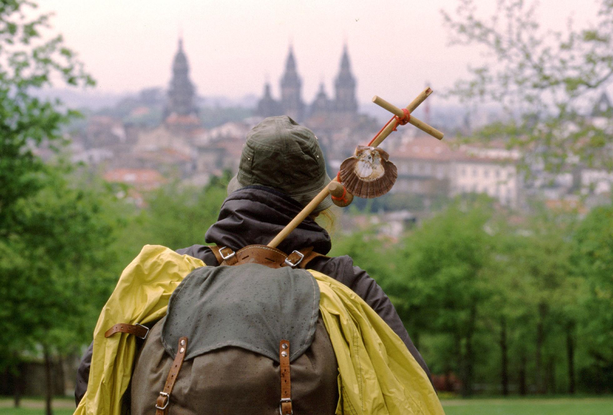¿Qué es lo que se supone que hay en Santiago de Compostela que atrae a la gente para que vaya hasta allí?