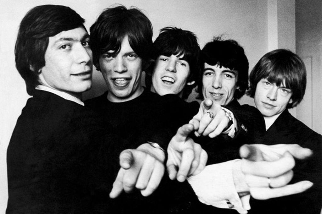 ¿En qué versión de Aftermath se publicó la canción Paint It, Black de The Rolling Stones?