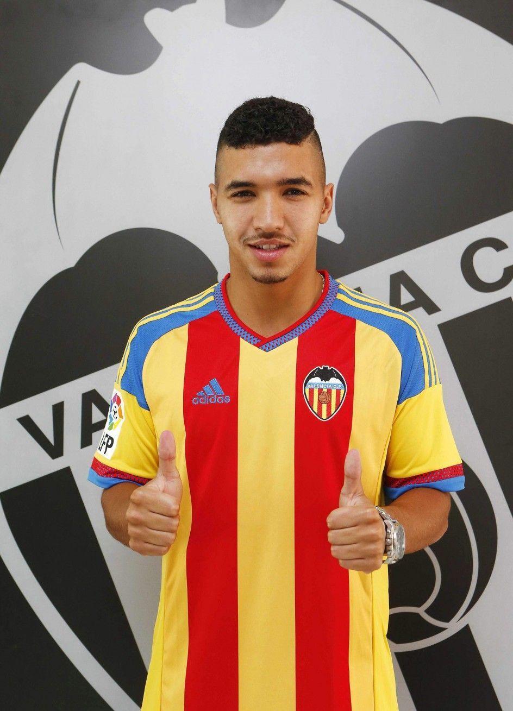 Juega en el Valencia. PISTA: Es un extremo belga muy rápido, su dorsal combinado suma el número 7.