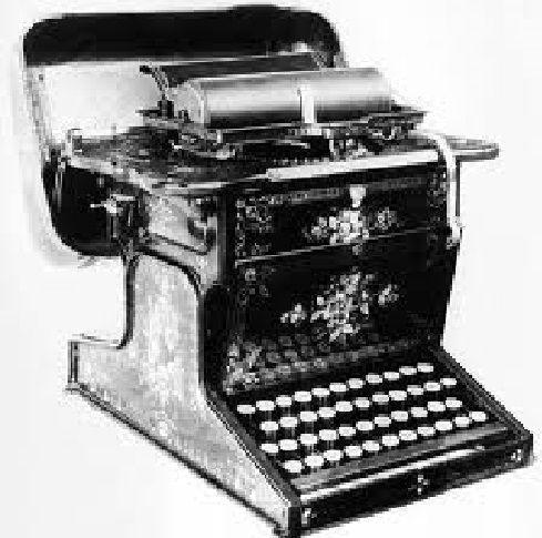 Un hombre aparece muerto con la cabeza apoyada sobre esta máquina de escribir y sin muestras de violencia