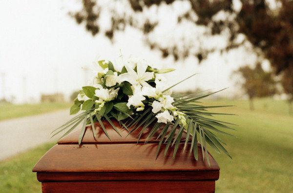Se muere una tía-abuela en la familia con 98 años. Tu frase estelar en el entierro es...
