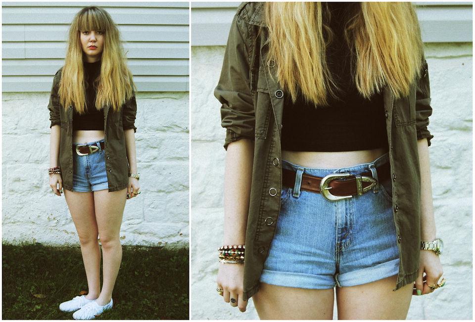 Martita, la prima de 16 años sale de fiesta por primera vez. Lleva unos shorts bastante cortos...