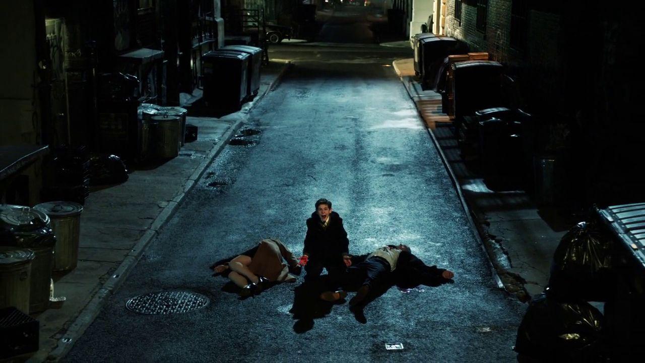 ¿Quién es la única persona que está en la escena del crimen de los Wayne (A parte de Bruce)?