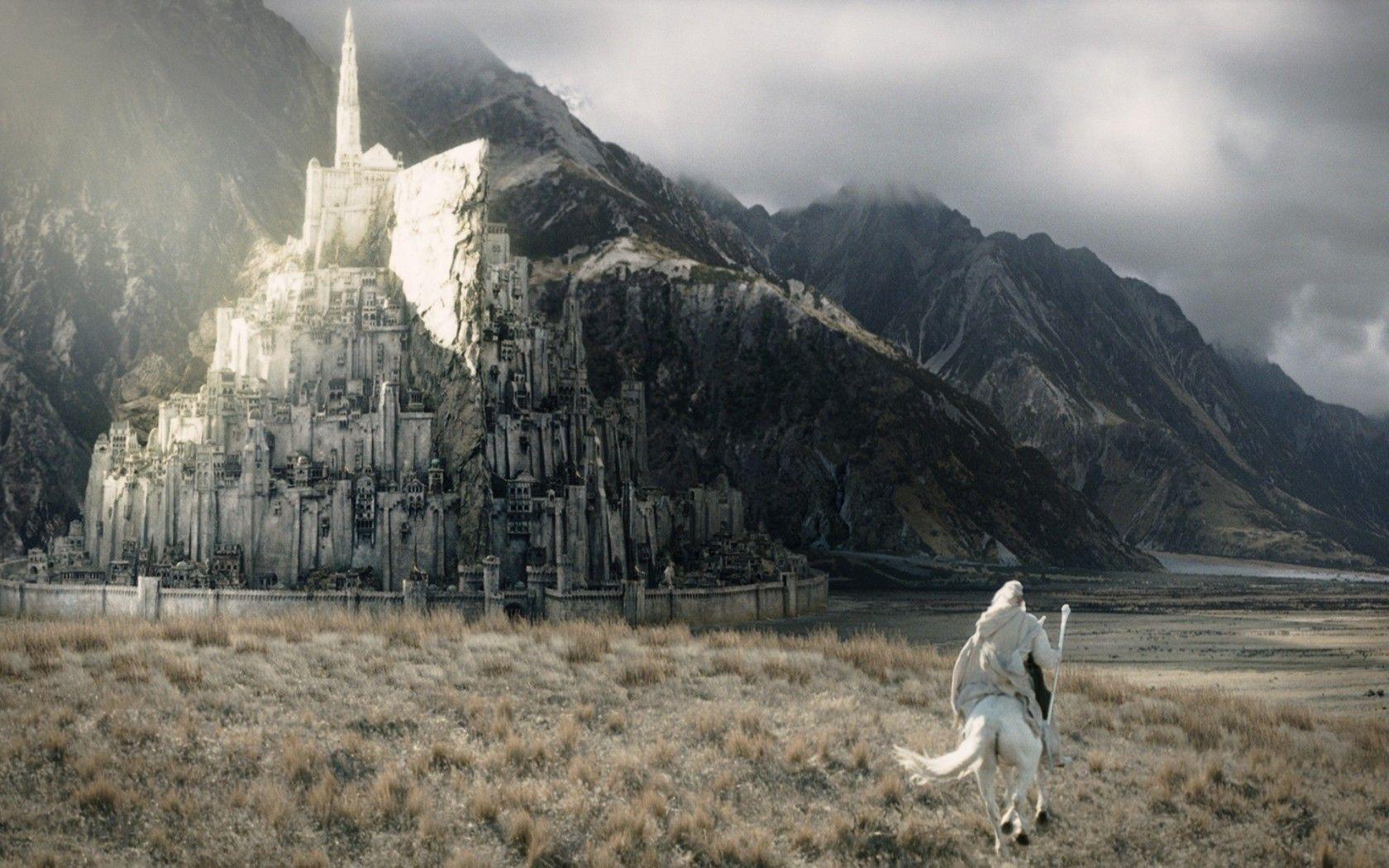 ¿Cómo se llamó  Minas Tirith en el pasado?