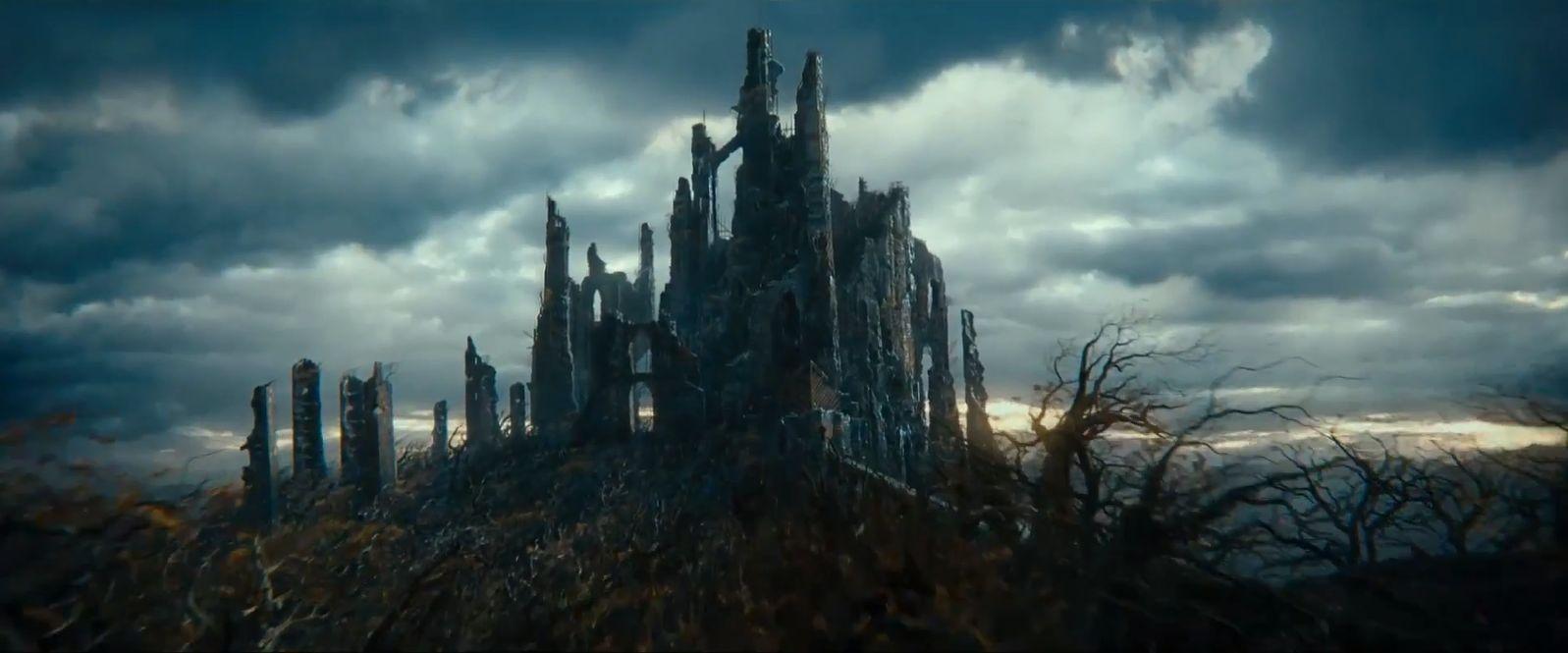 ¿Cómo se llamaba la fortaleza de Sauron en el Bosque Negro?