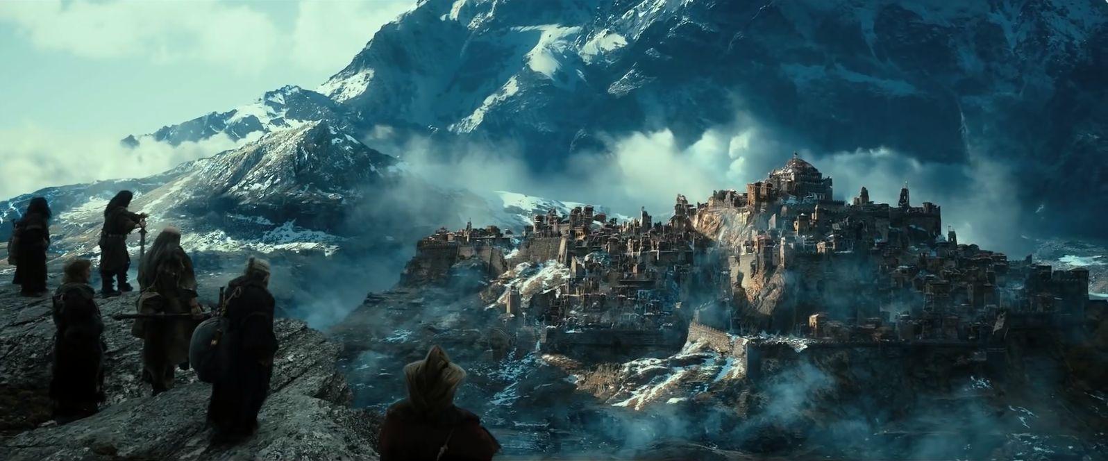 ¿Qué ciudad destruyo Smaug antes de conquistar Erebor?