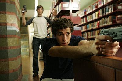 ¿En qué Universidad estudió y fue expulsado Chuck?