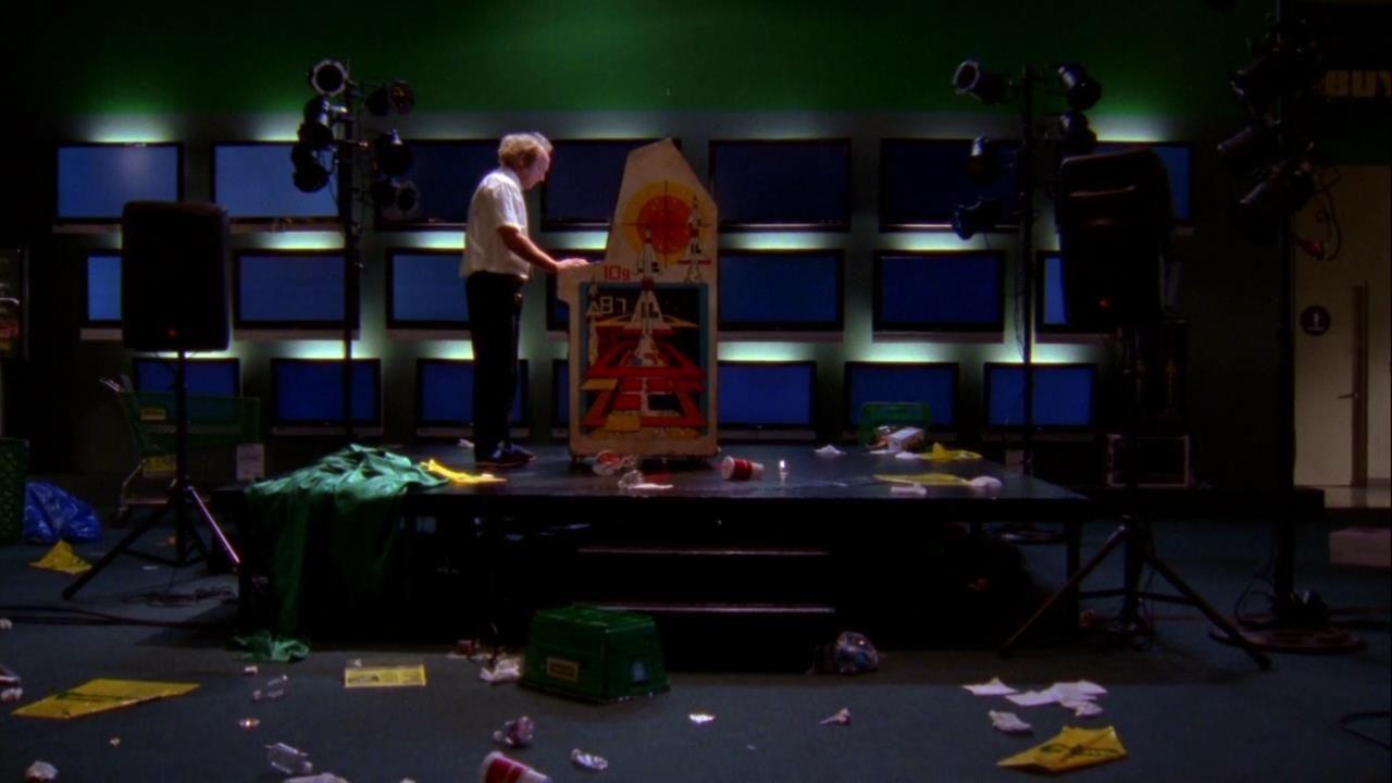 ¿De quién es la canción que usa Chuck para pasarse el Missile Command para conseguir los codigos?