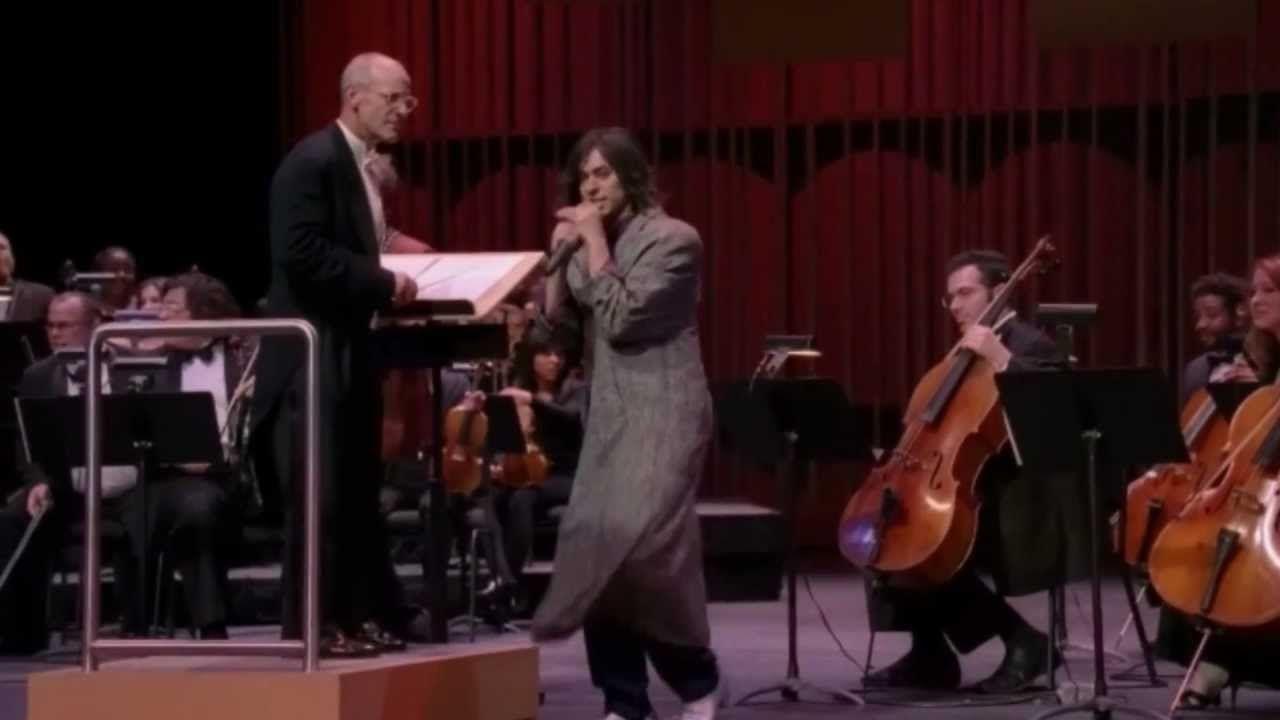 ¿Con qué canción salvan el anfiteatro Jeff y Lester de la explosión en el último episodio?