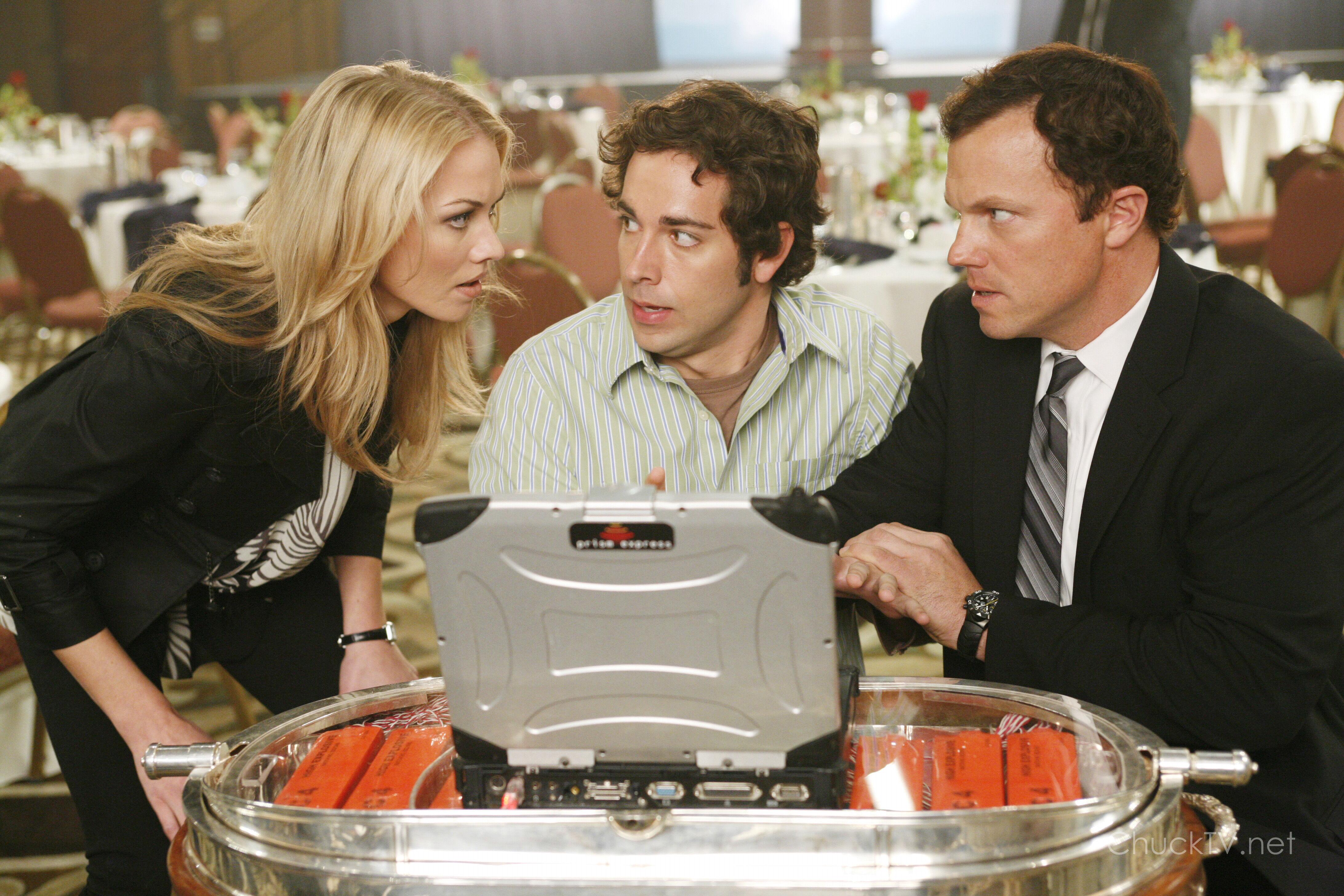 ¿Cúal es el nombre del virus llamado como una actriz porno que Chuck usa para desactivar la bomba en el primer episodio?
