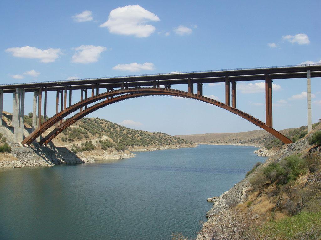 Te mandan a defender un puente muy importante...