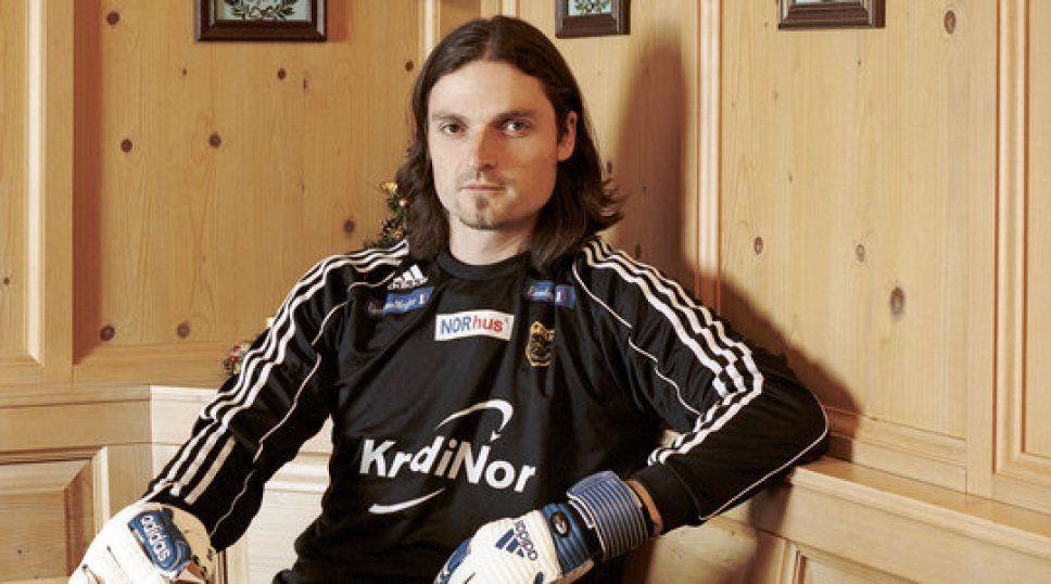 Lutz Pfannenstiel es el único futbolista que ha jugado en 20 equipos o más.