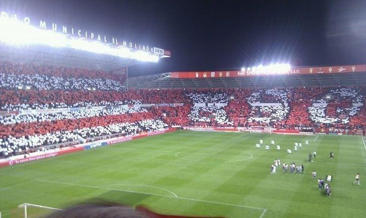 El Molinón es el estadio más antiguo en activo de España.