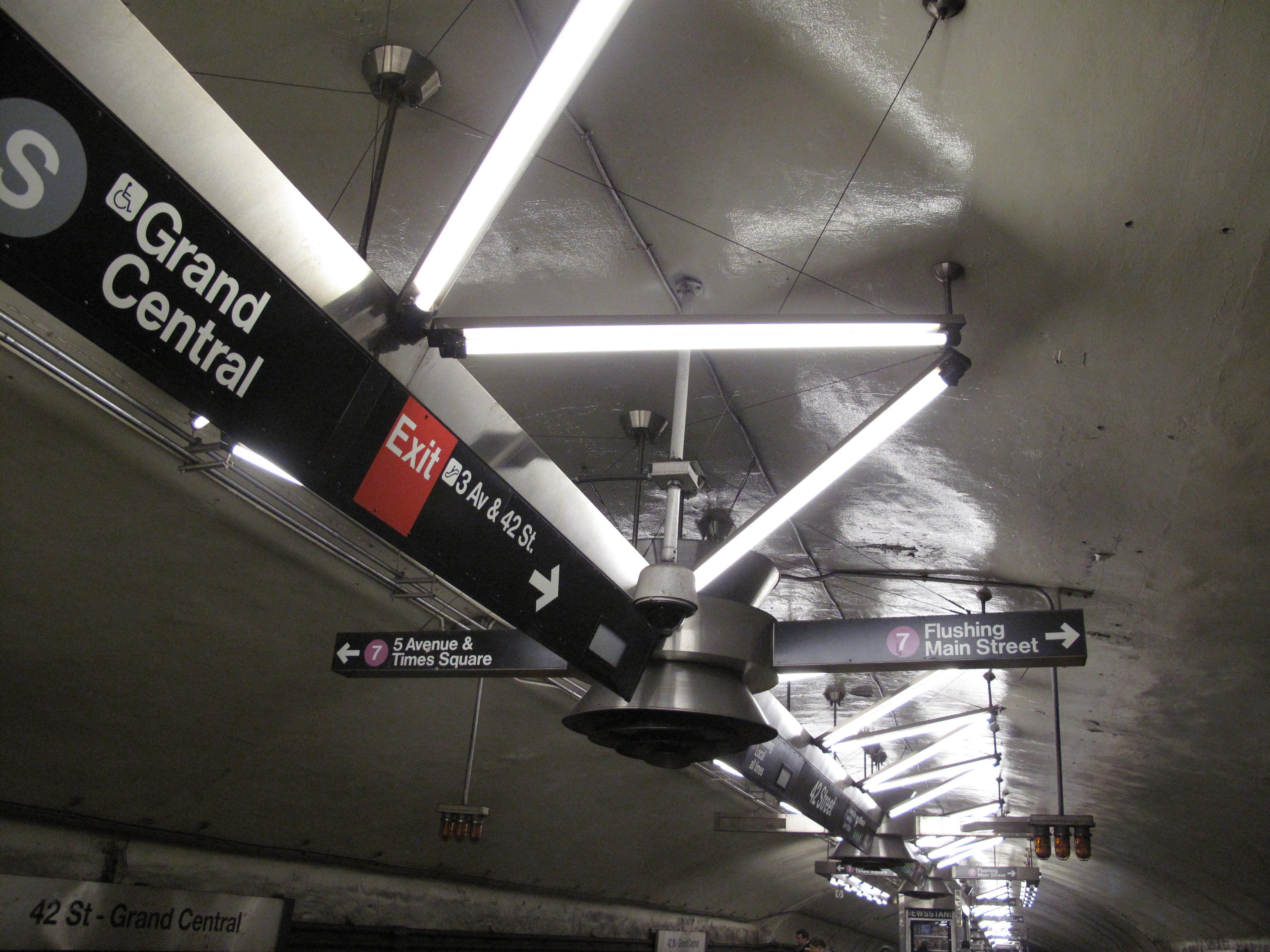 Las líneas de metro de Nueva York se dividen en: