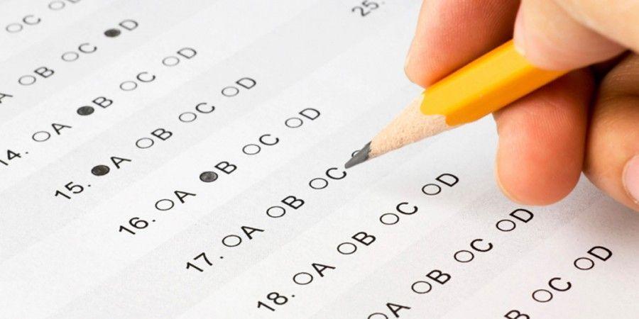 ¡Examen final! Por la razón que sea, no has estudiado. ¡Te juegas el curso!