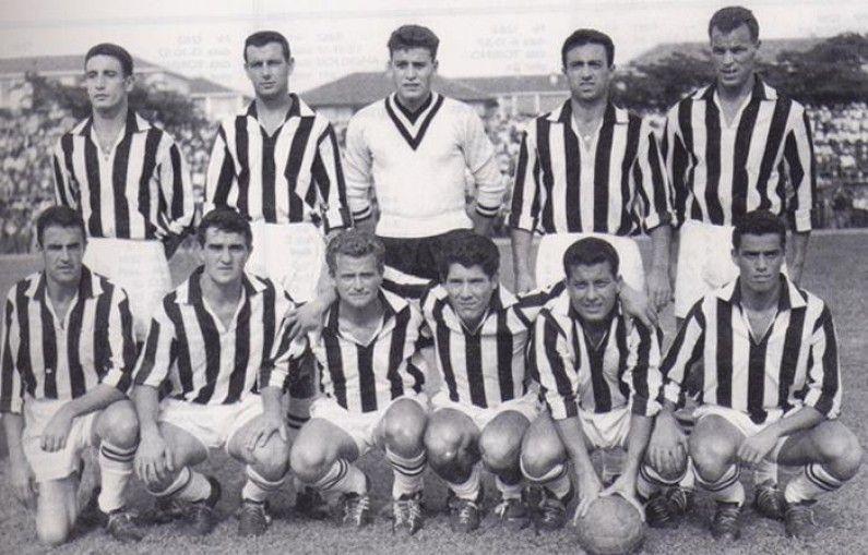 ¿De que color era la camiseta de la Juventus antes de empezar a usar sus clásicos colores bianconeros?