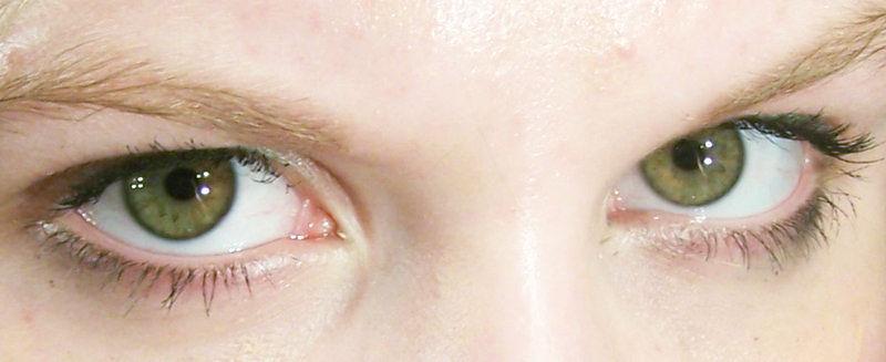 Si un hombre de ojos marrones puros (AA) y una mujer de ojos azules puros (BB) tiene hijos, ¿con que genoma nacen?