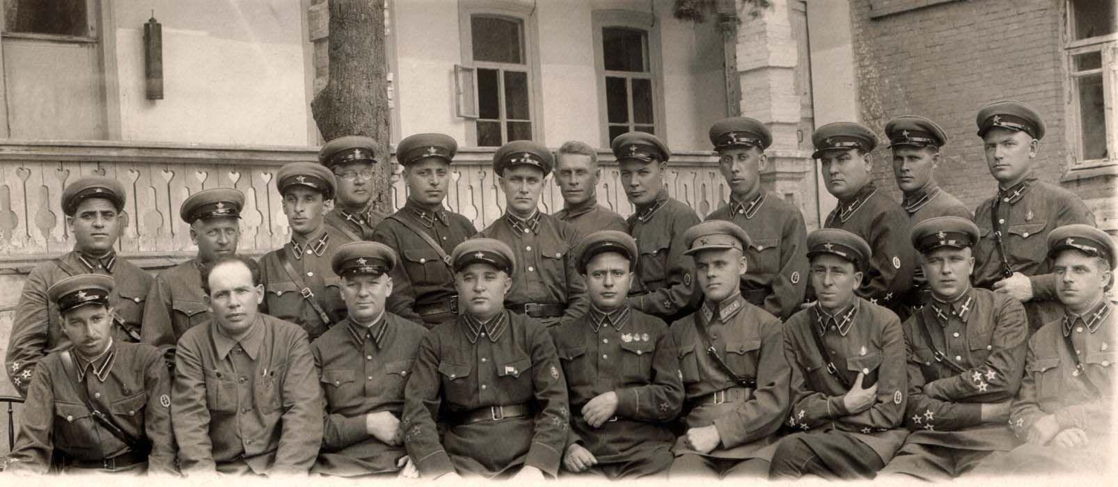¿Qué servicio de seguridad creó Stalin para perseguir a los disidentes?