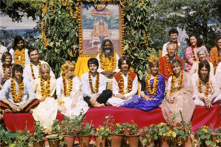 ¿Qué álbum de The Beatles se produjo gracias a la visita del Maharishi Mahesh Yogi en Rishikesh India?