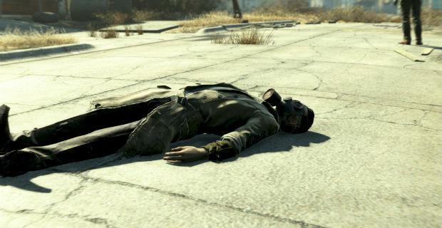 Te encuentras a alguien tirado en el suelo en medio de una carretera, ¿que haces?