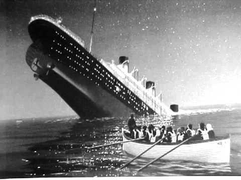 ¿Qué otro problema previo tuvo el barco antes del fatal choque contra el iceberg?