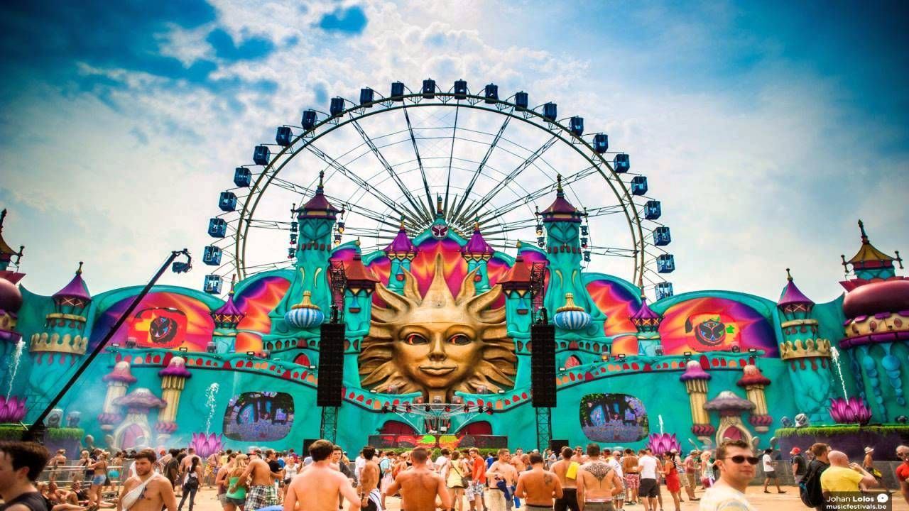 ¿Donde está situado Tomorrowland principalmente?