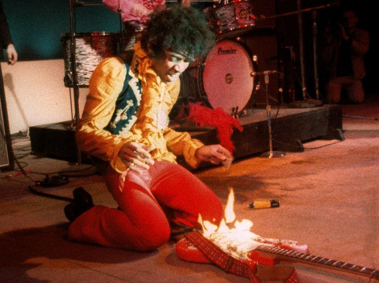 ¿En qué espectáculo prendió fuego Jimi Hendrix a su guitarra?