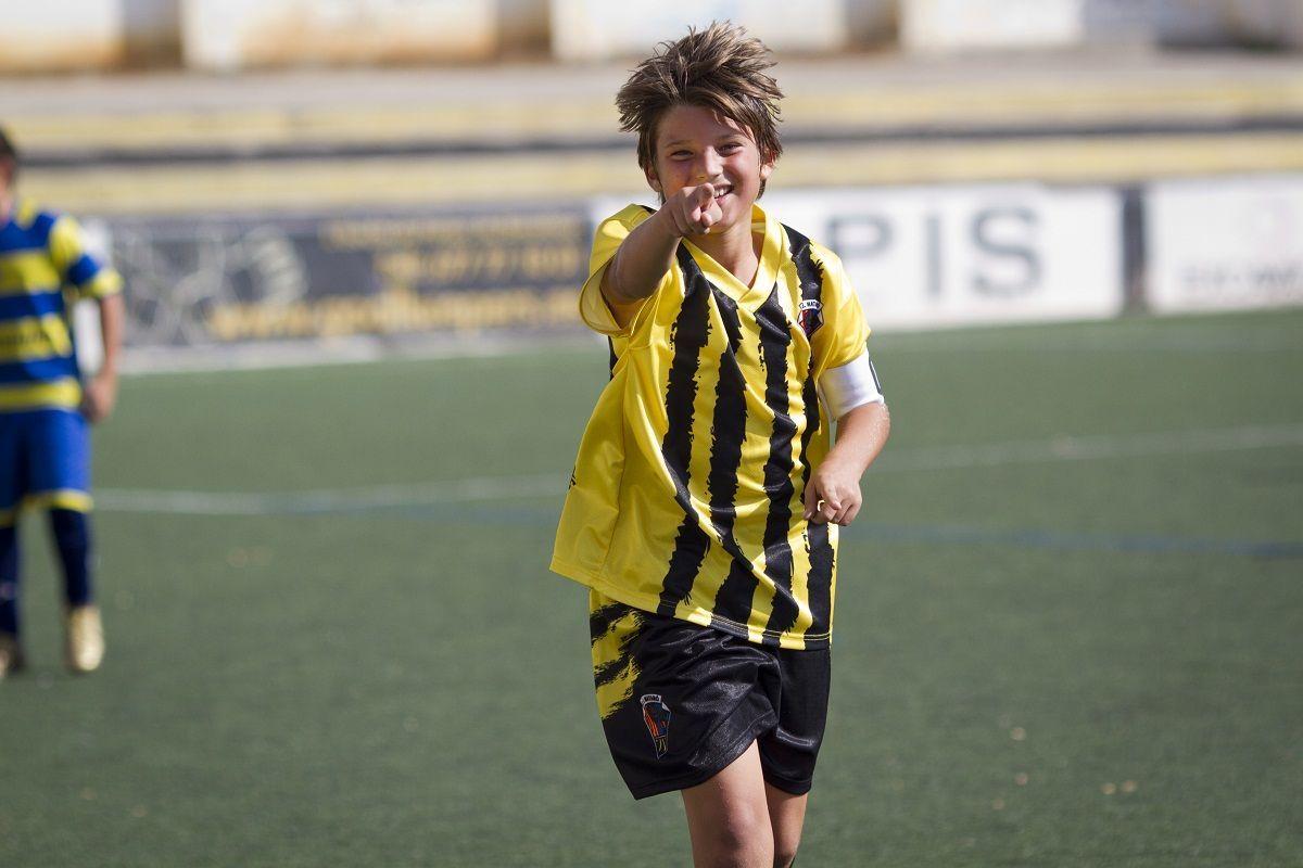 En el partido anterior uno de tus jugadores mete 3 goles y gracias a él ganáis el partido. En el entrenamiento del Lunes...