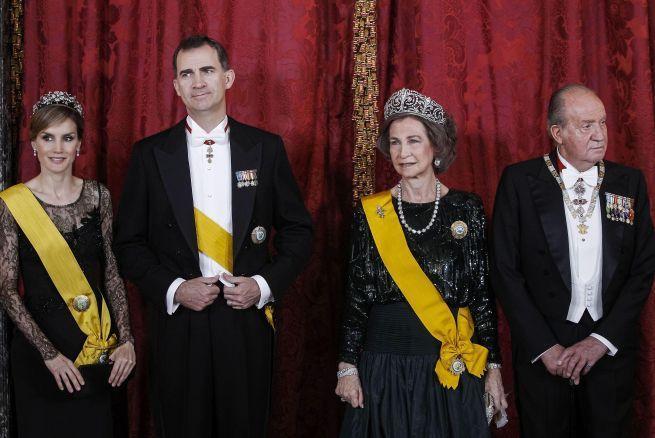 ¿Estás satisfecho/a con la Monarquía? (no con la figura del Rey, en general con que España sea una Monarquía Constitucional)