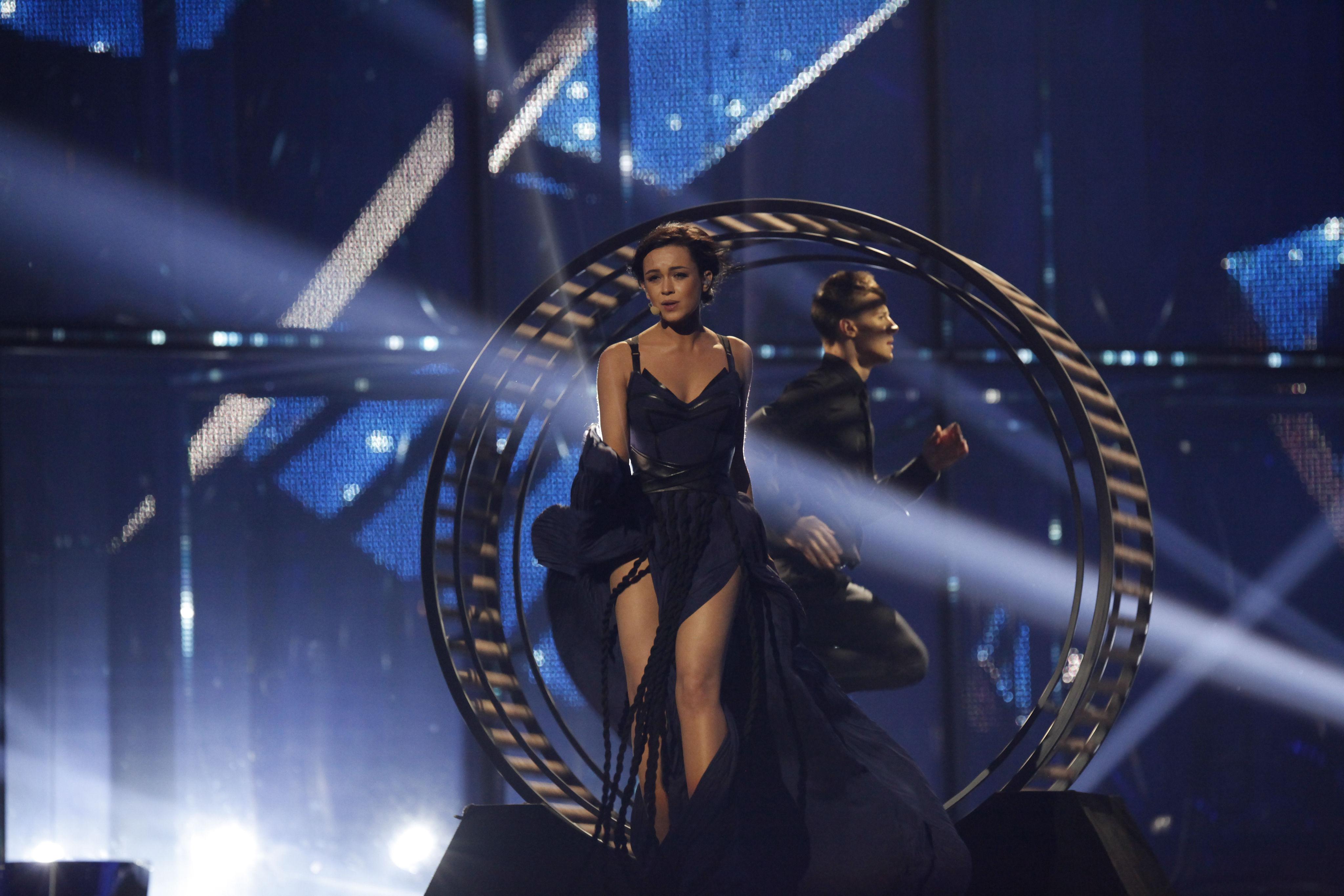 ¿A qué país representó la cantante de la imagen?
