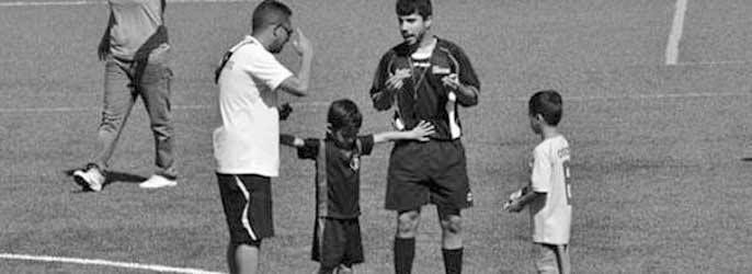 Un árbitro expulsa a tu hijo por protestar de forma reiterada. ¿Qué haces?