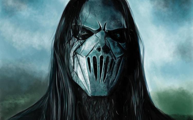 ¿Quién lleva esta máscara de metal en el grupo?