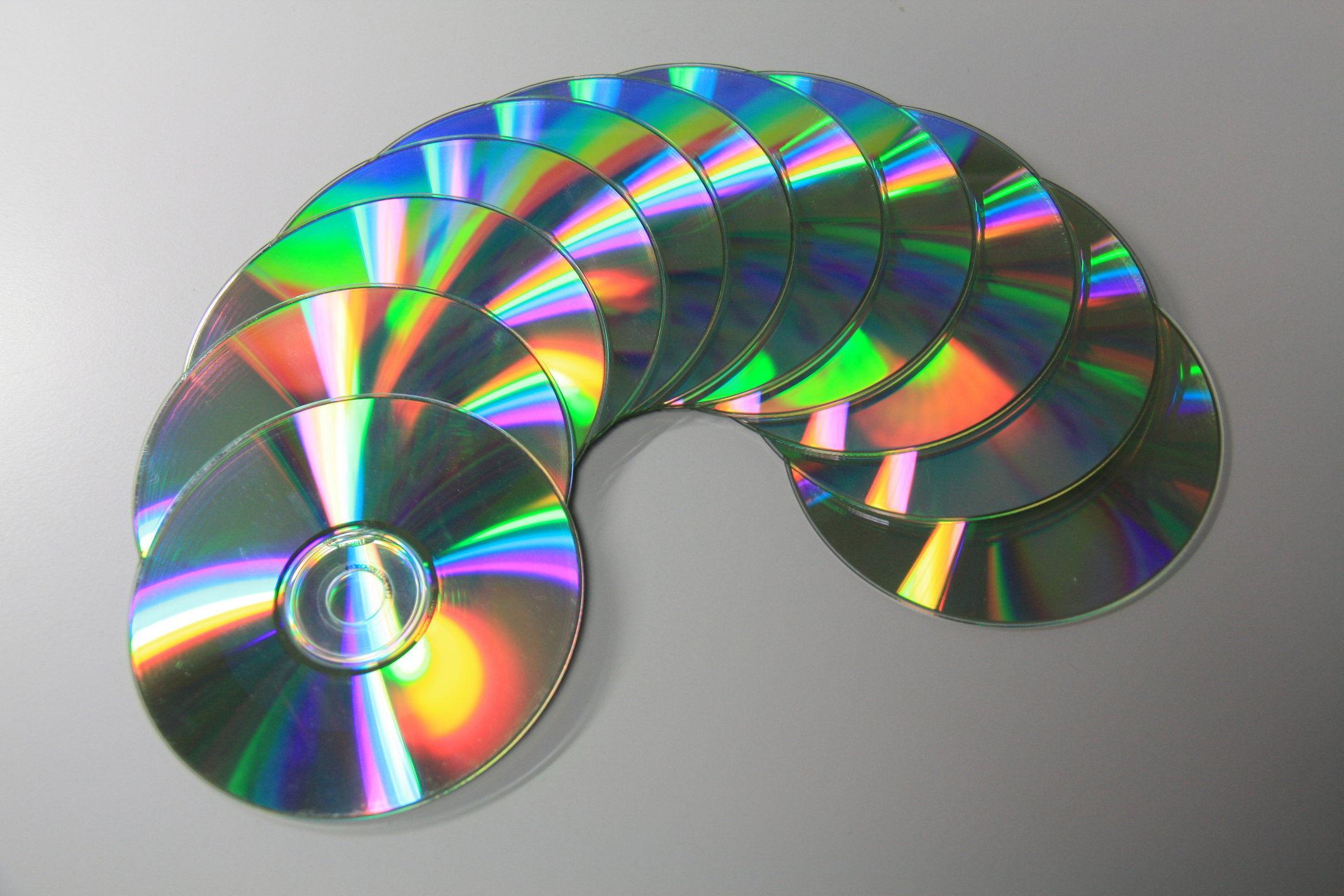 ¿Cuáles de estas compañías se asociaron con Nintendo para crear un accesorio para SNES que permitía leer CD?