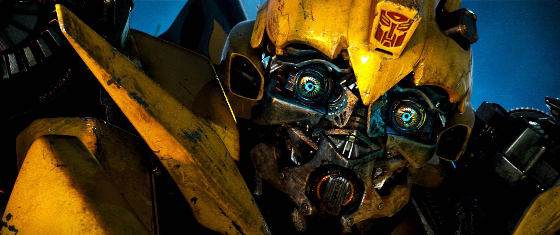 ¿Por qué Bumblebee es incapaz de hablar y cómo se comunica?
