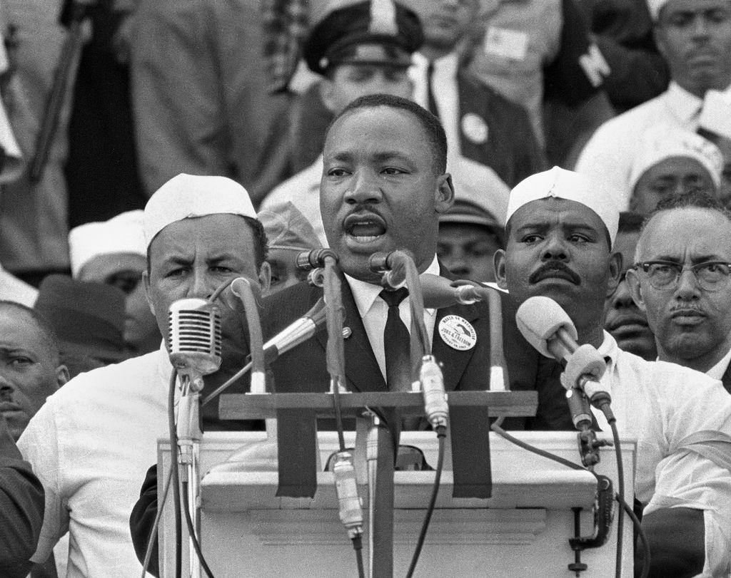 """¿Qué artista lo acompañó para tocar en la marcha de Martin Luther King donde dio su gran discurso """"Yo tengo un sueño""""?"""