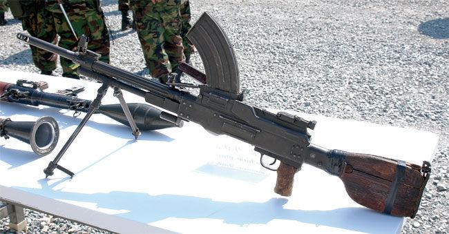 El Type 73 es una ametralladora de origen...