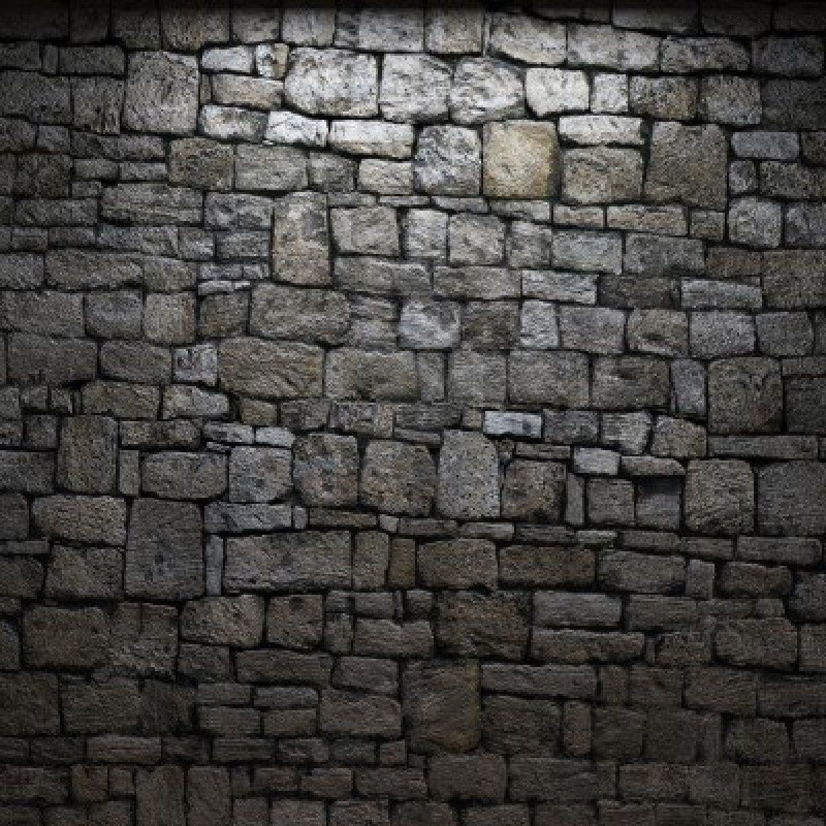 Oyes tras el muro un cercano rugido que te da un mal presentimiento