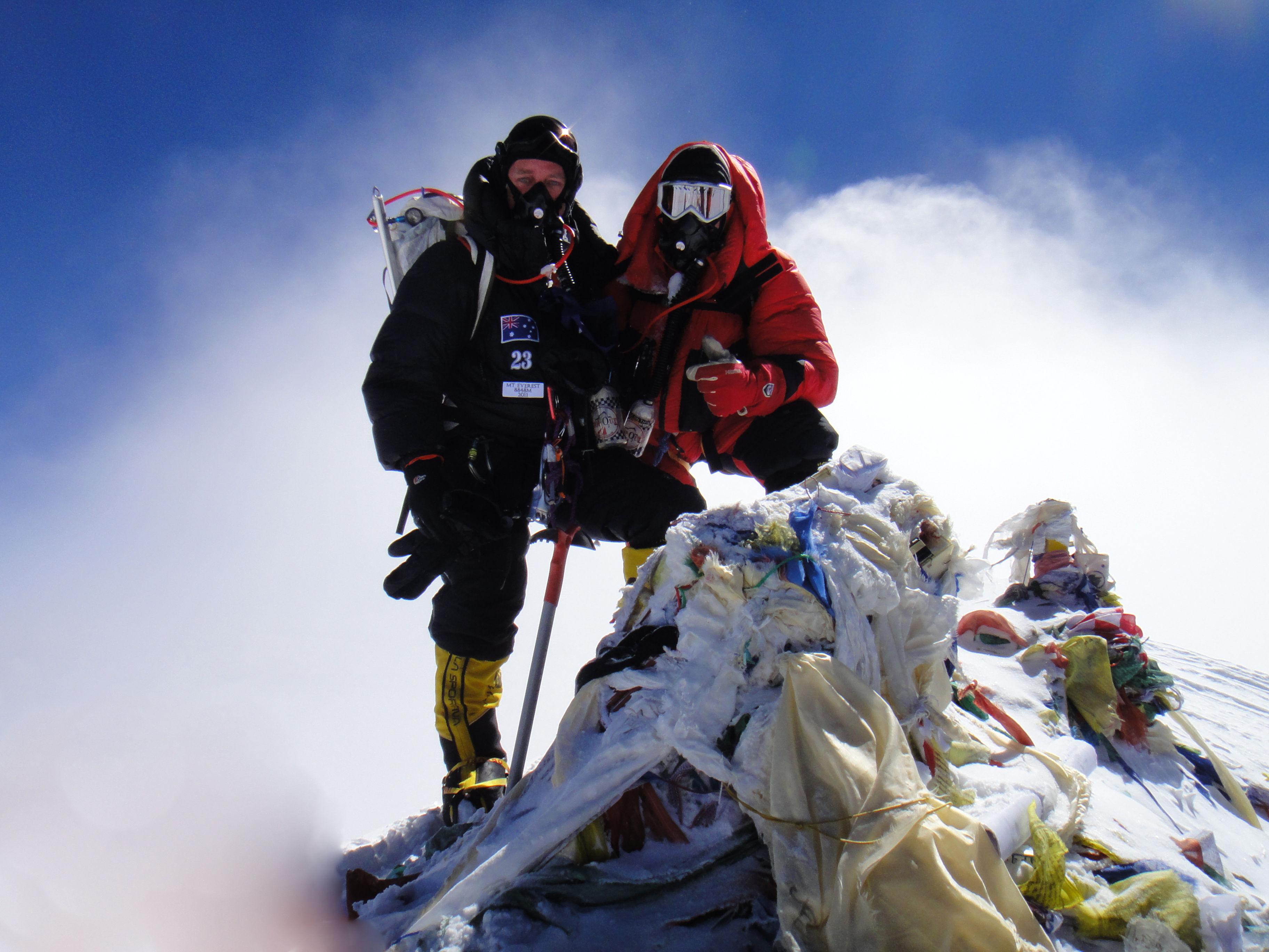 ¿De dónde recibe el nombrela montaña Everest?