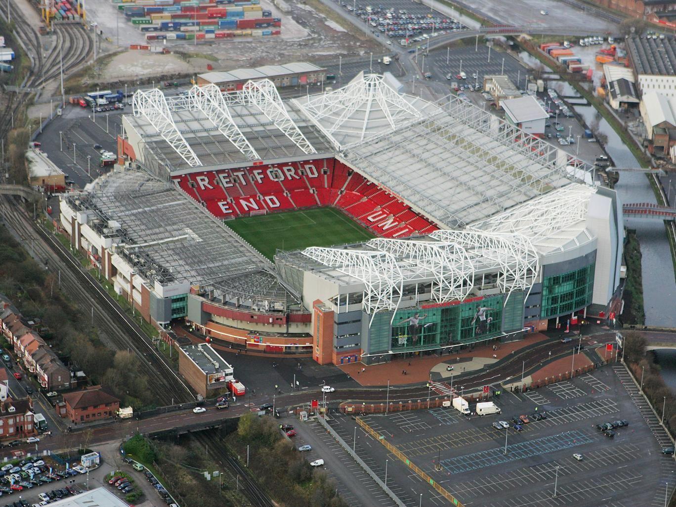 ¿Quién juega en Old Trafford?