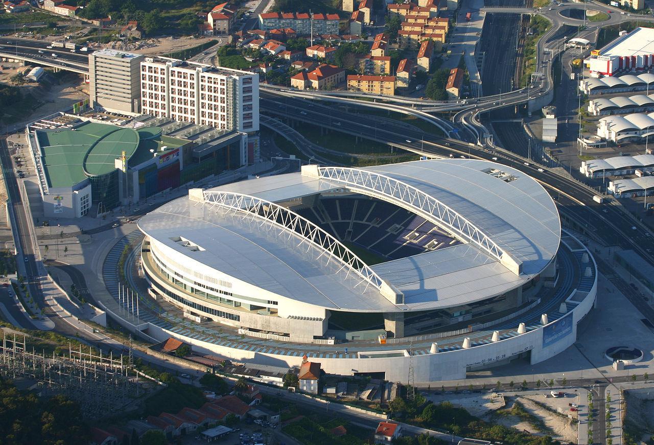 ¿Quién juega en el Estadio do Dragao?
