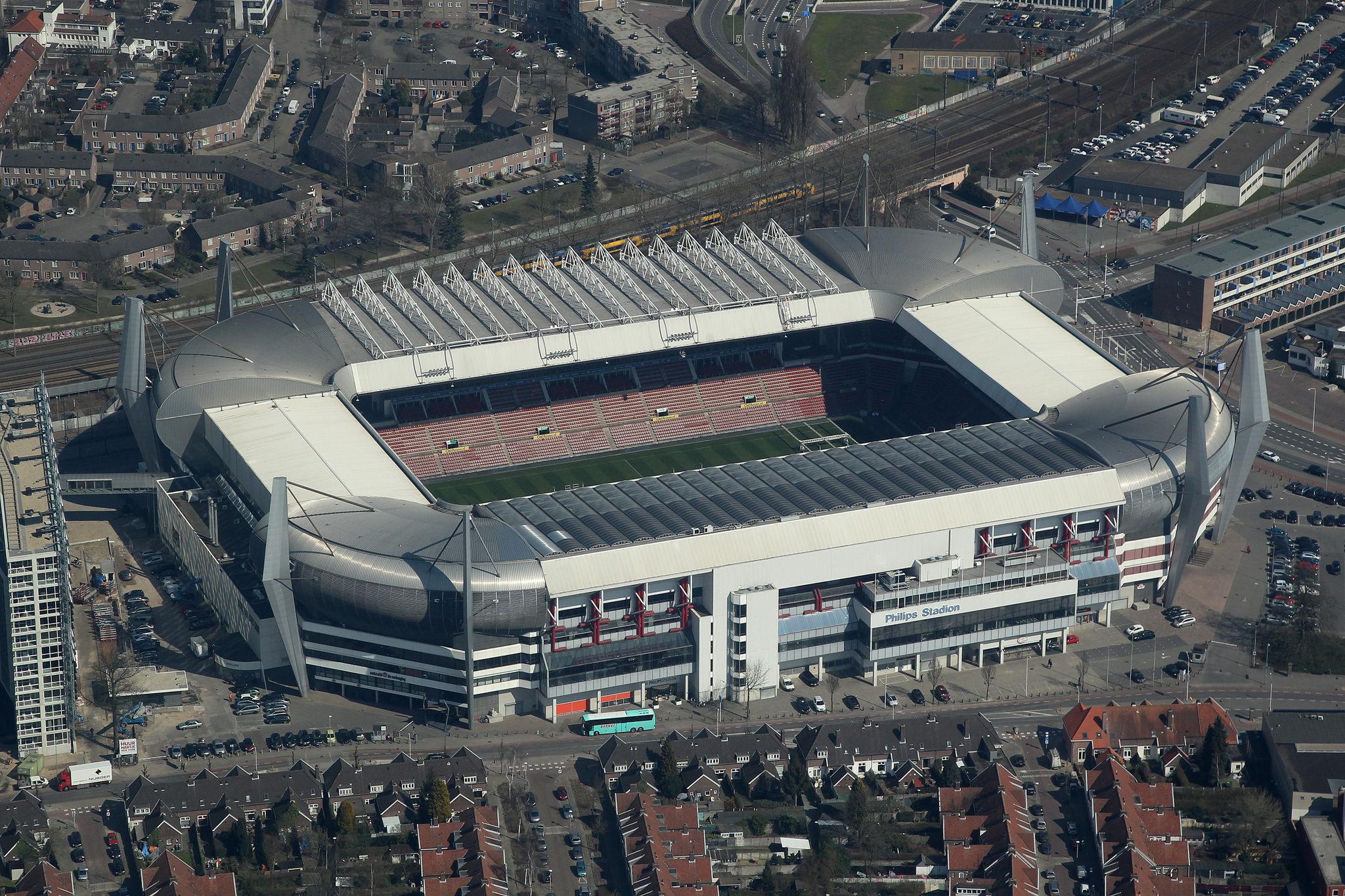 ¿Quién juega en el Philips Stadion?