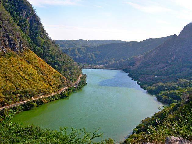 ¿Cuál es el río más largo que pasa por España?