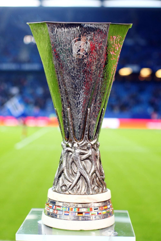 ¿Qué entrenador español ganó la Uefa Europa League dos veces consecutivas, siendo así el ,único en conseguirlo?